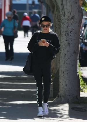 Ireland Baldwin in Leggings Shopping in Santa Monica