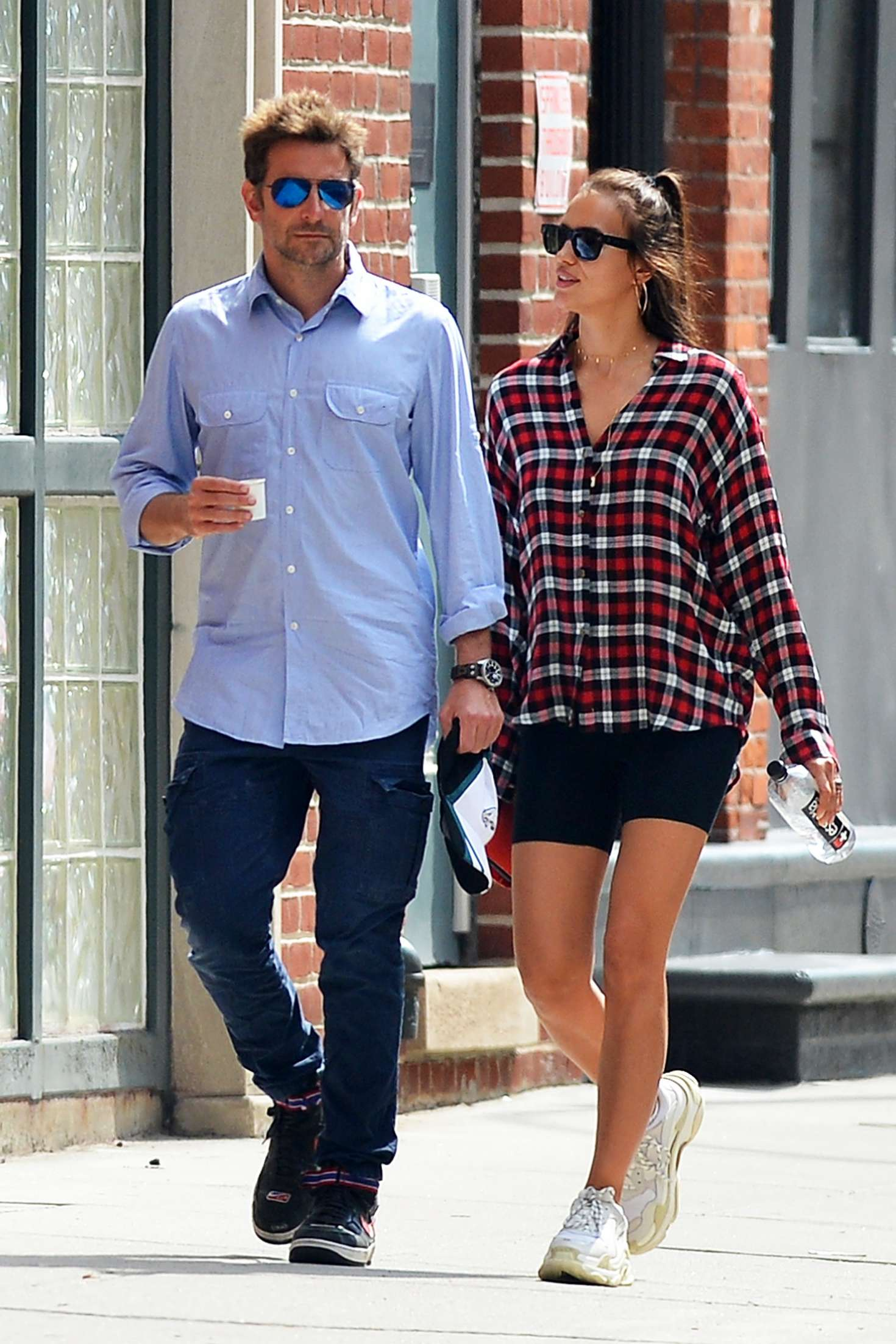 Bradley Cooper Shoe Size.Irina Shayk And Bradley Cooper Out In New York City 01