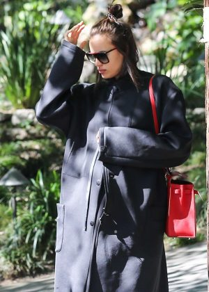 Irina Shayk arrives to the spa in Beverly Hills