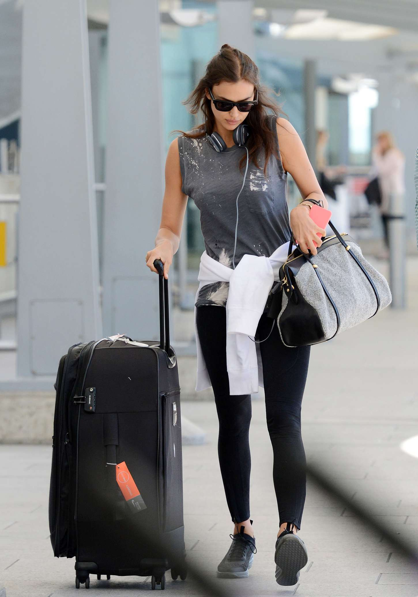 Irina Shayk 2015 : Irina Shayk in Leggings at Heathrow airport -01