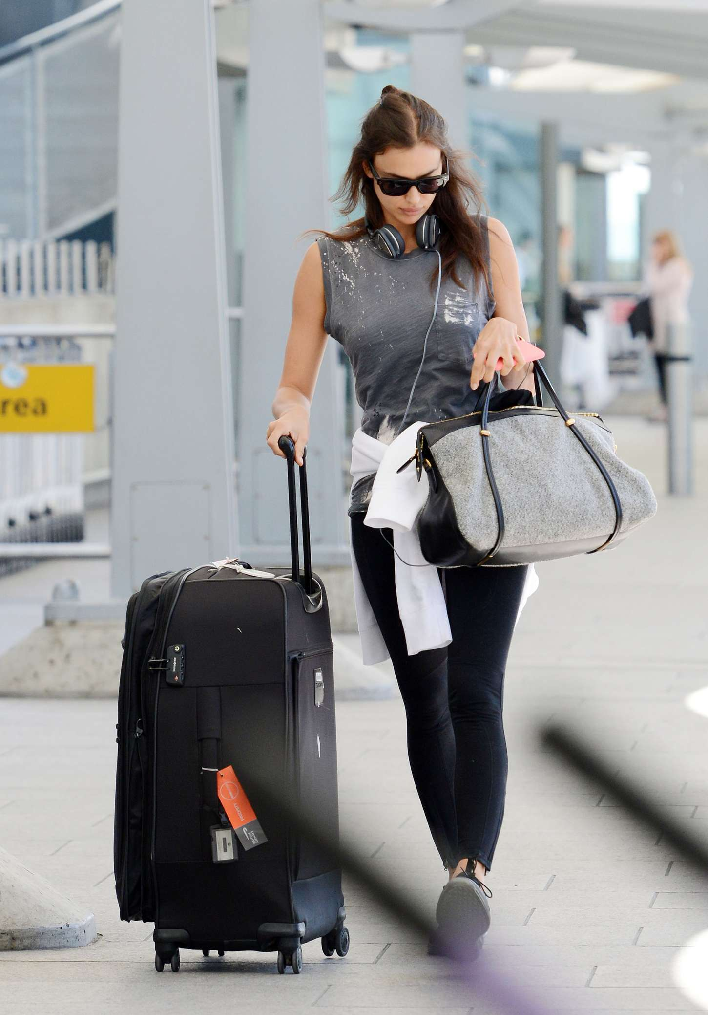 Irina Shayk 2015 : Irina Shayk in Leggings at Heathrow airport -02