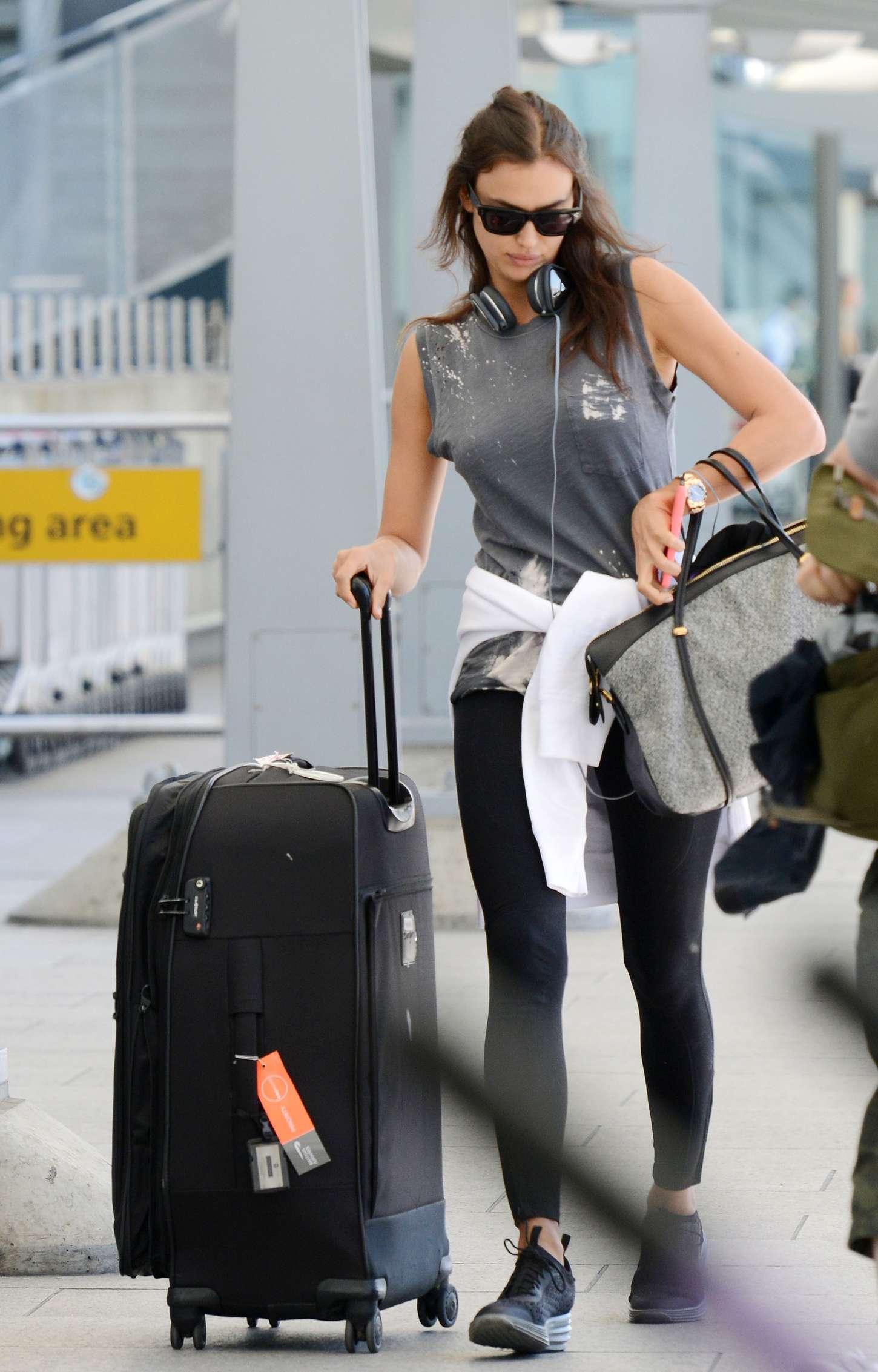 Irina Shayk 2015 : Irina Shayk in Leggings at Heathrow airport -04