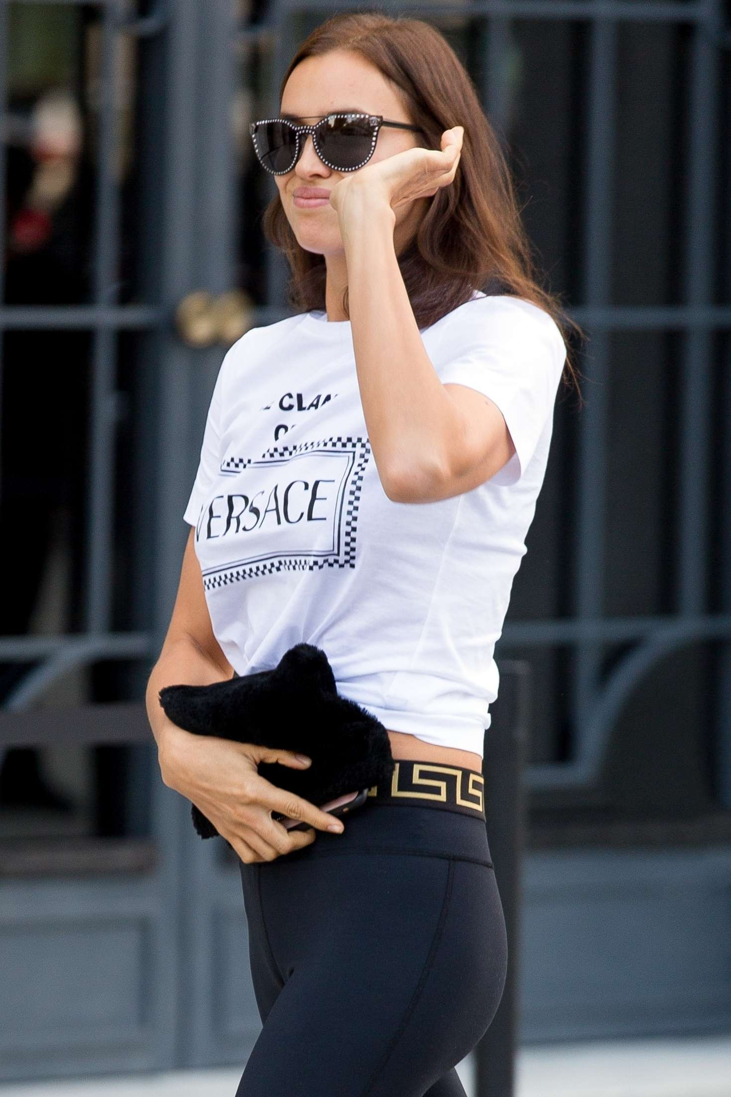 Irina Shayk – Arriving at the Versace Fashion Show in Milan