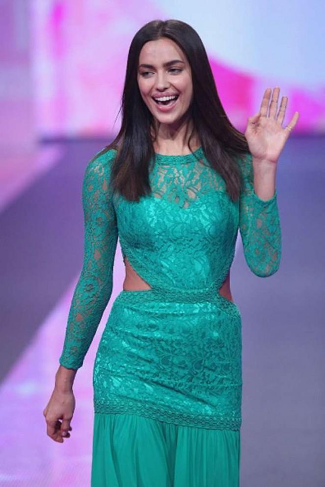 Irina Shayk Liverpool Fashion Show Runway 2015 05 Gotceleb