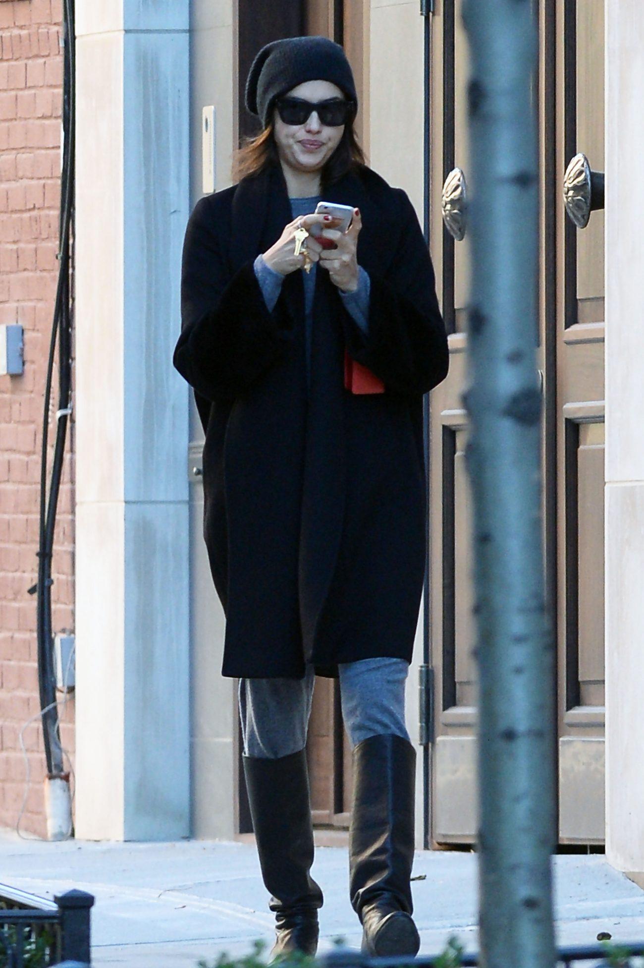 Irina Shayk 2015 : Irina Shayk: Returns To Manhattan Residence -03
