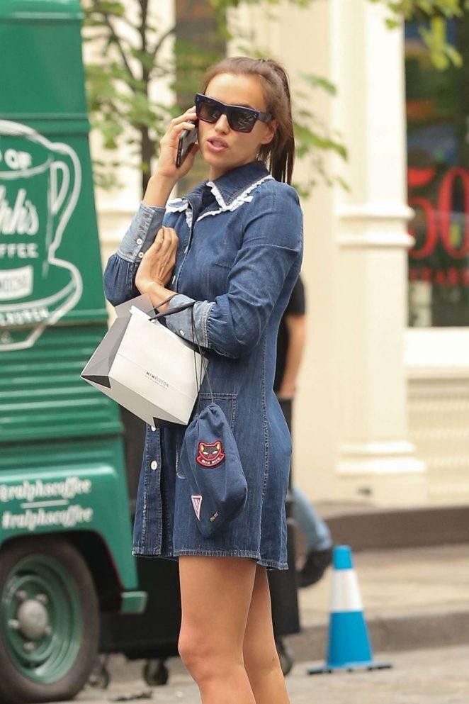Irina Shayk - Shopping candids In New York