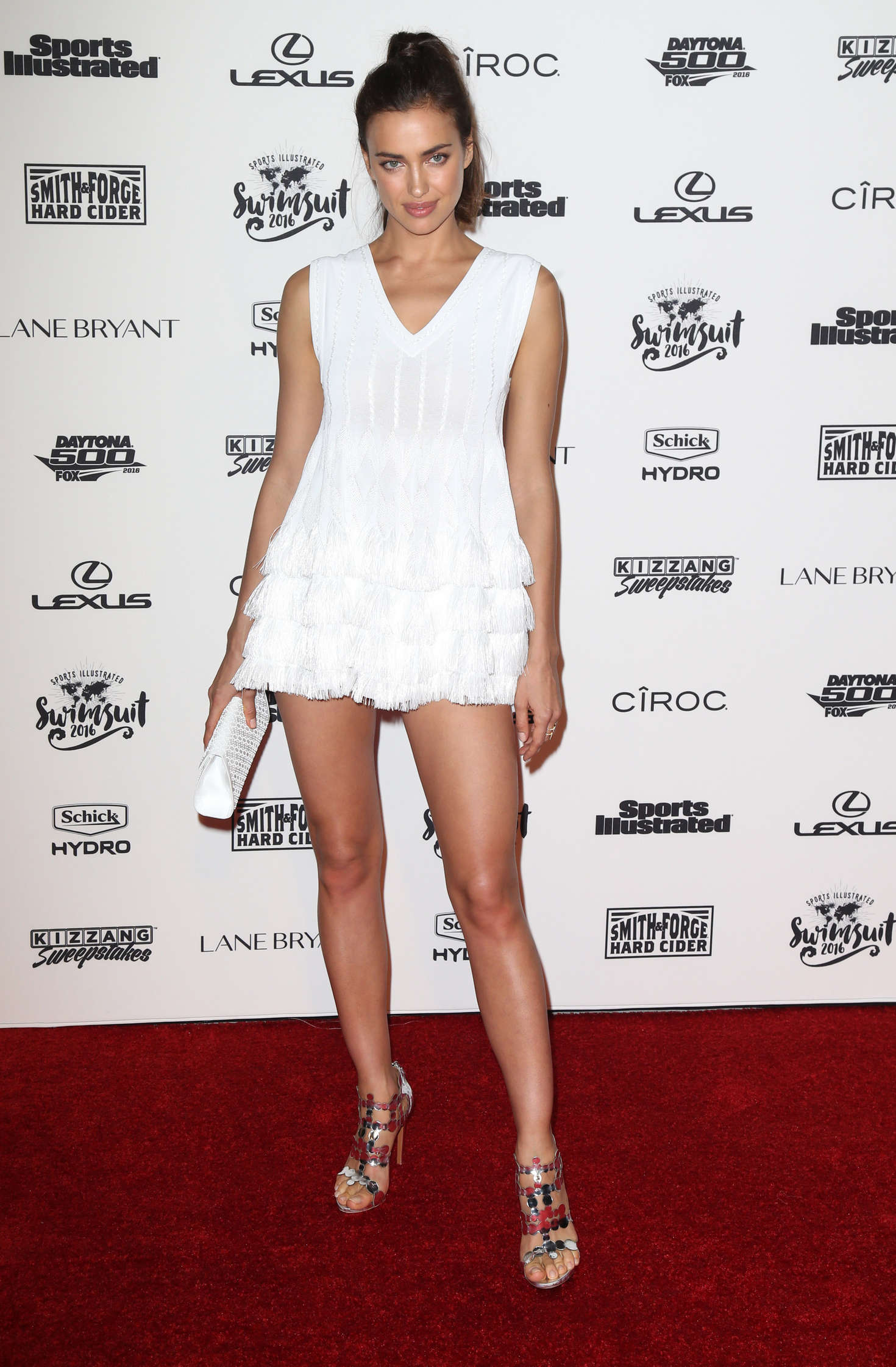 ¿Cuánto mide Irina Shayk? - Altura - Real height Irina-Shayk:-Sports-Illustrated-Celebrates-Swimsuit-2016-VIP-Red-Carpet-Event--01