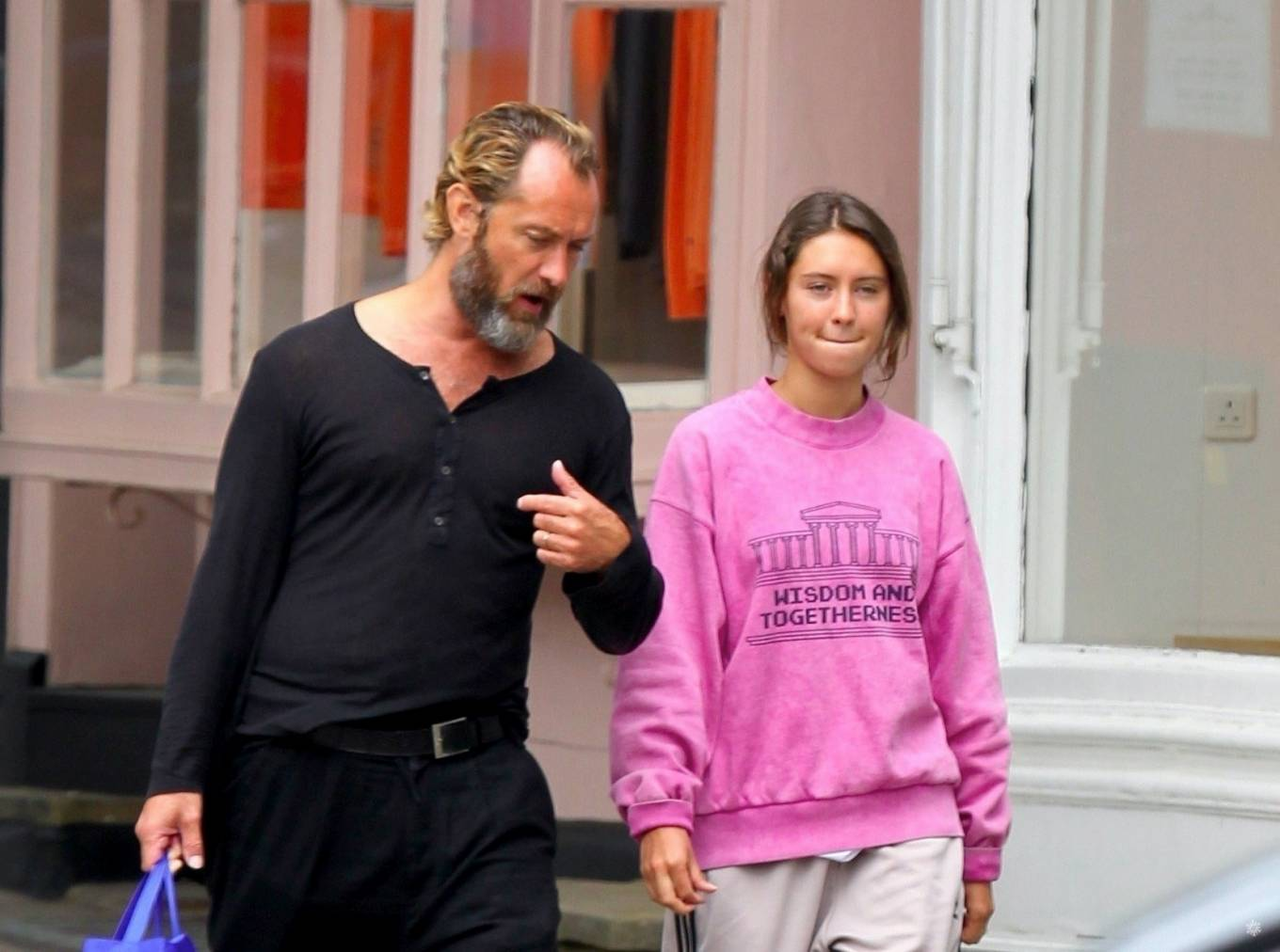 Iris Law 2020 : Iris and Jude Law – Out shopping on the Hampstead High Street in London-01