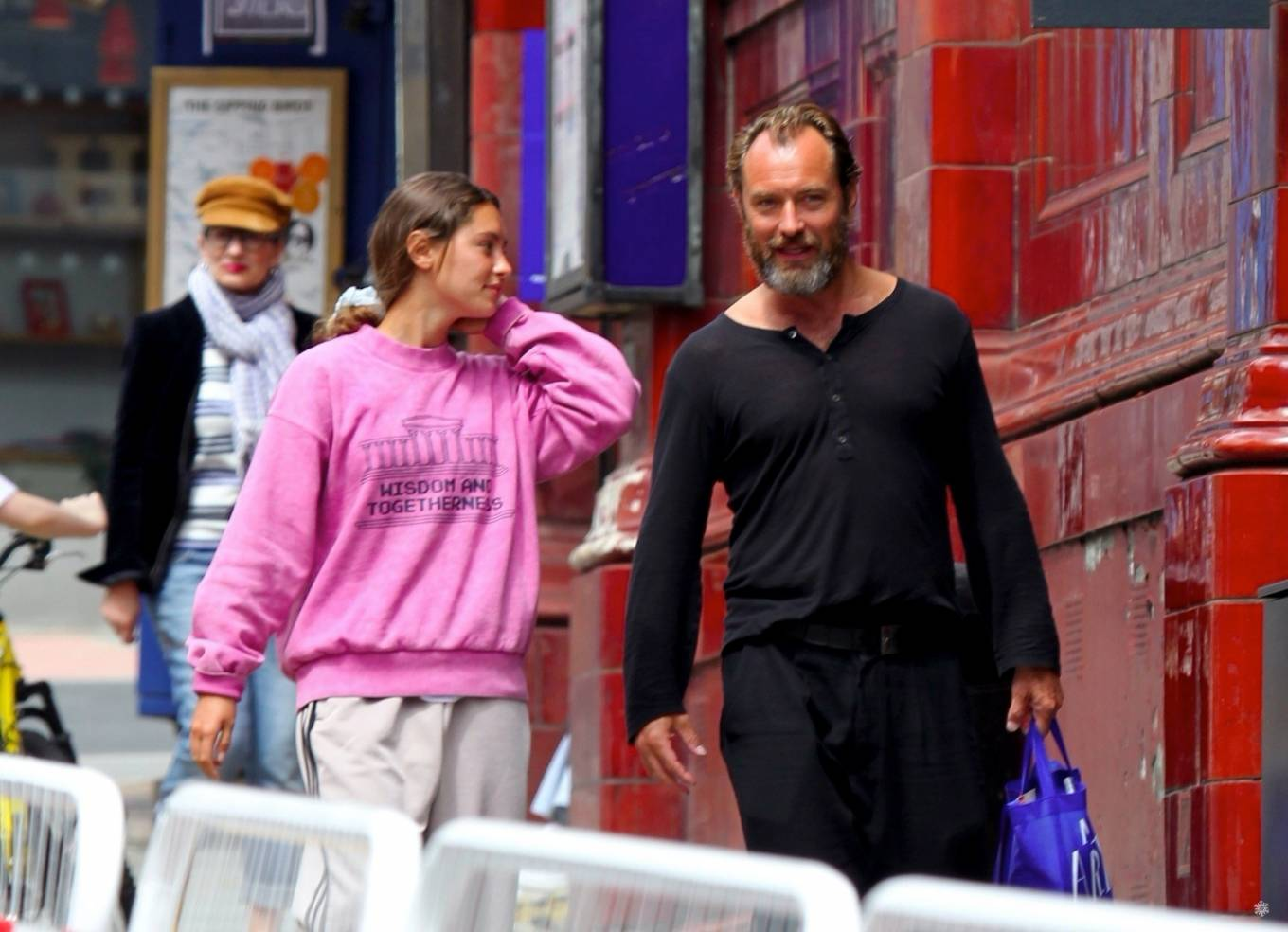 Iris Law 2020 : Iris and Jude Law – Out shopping on the Hampstead High Street in London-05
