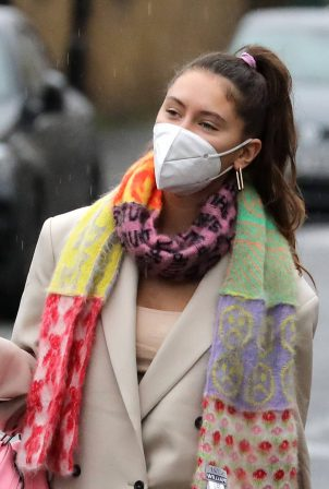 Iris Law - Arrives at a photo shoot in Hackney - London