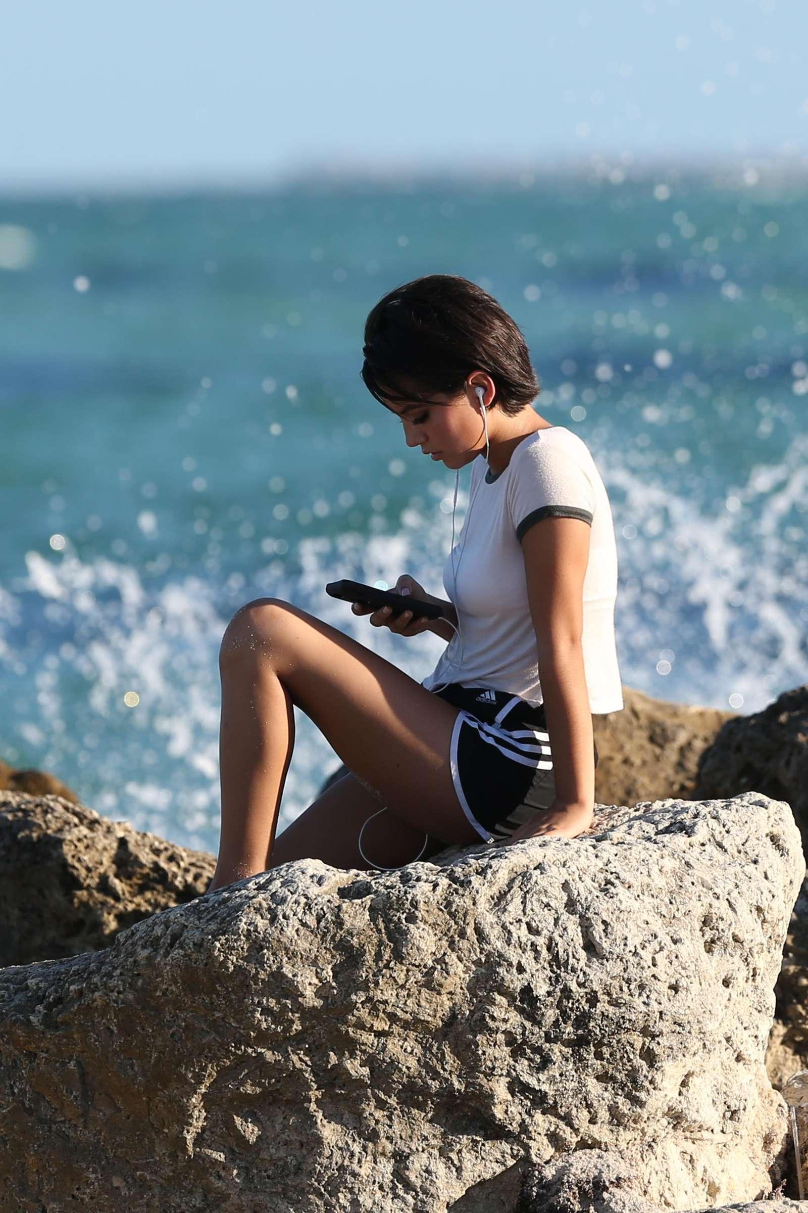 Isabela Moner in Bikini 2017 -42 - GotCeleb