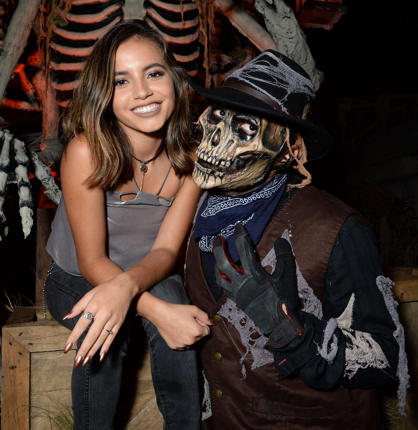 Isabela Moner 2019 : Isabela Moner – Visits Knotts Scary Farm in Buena Park-05