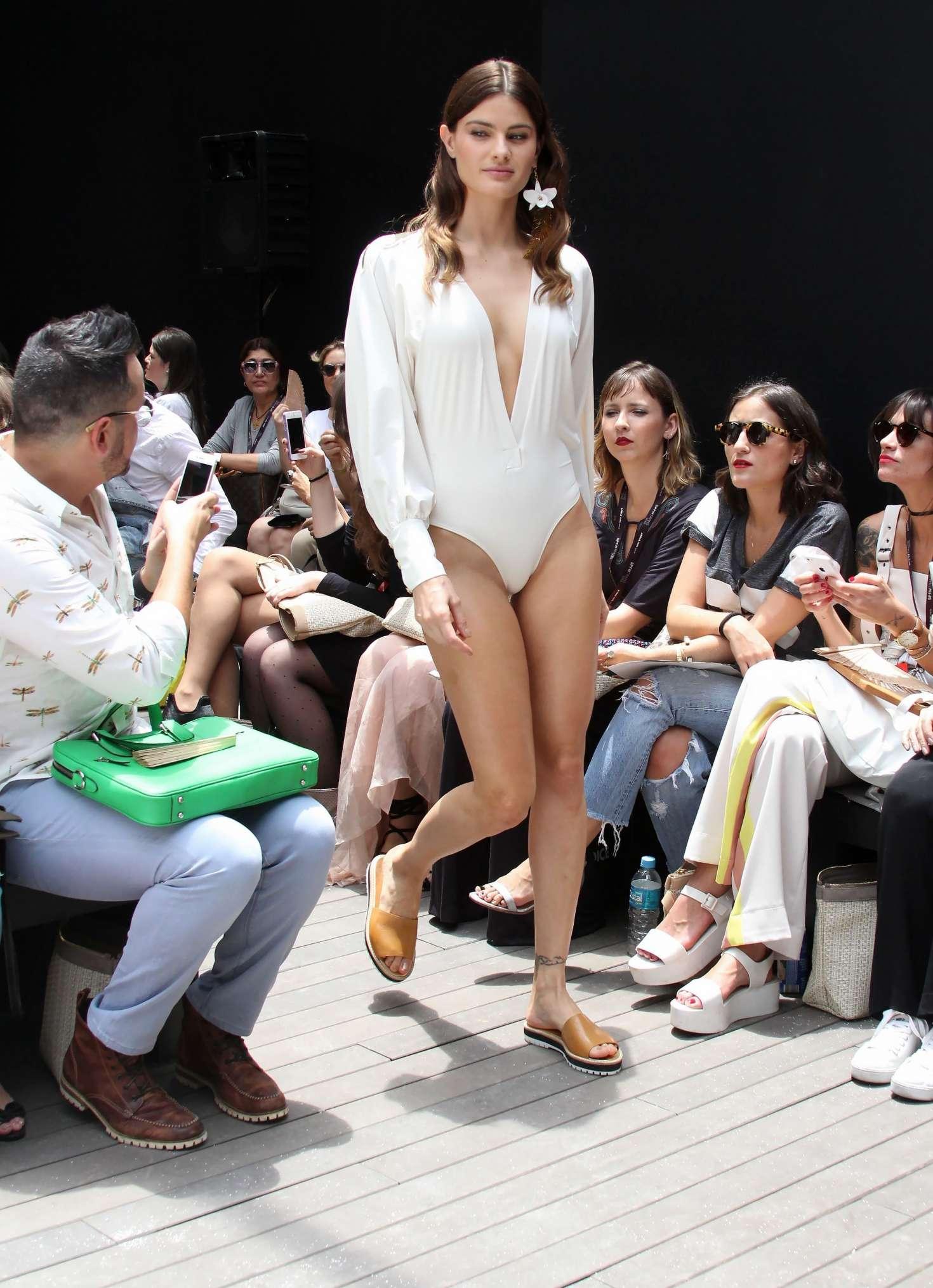 Isabeli Fontana 2016 : Isabeli Fontana: Agua De Coco Show 2016 -01