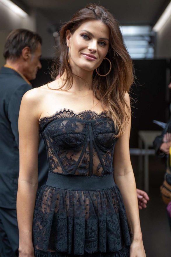 Isabeli Fontana - Dolce & Gabbana Fashion Show at Milan Fashion Week