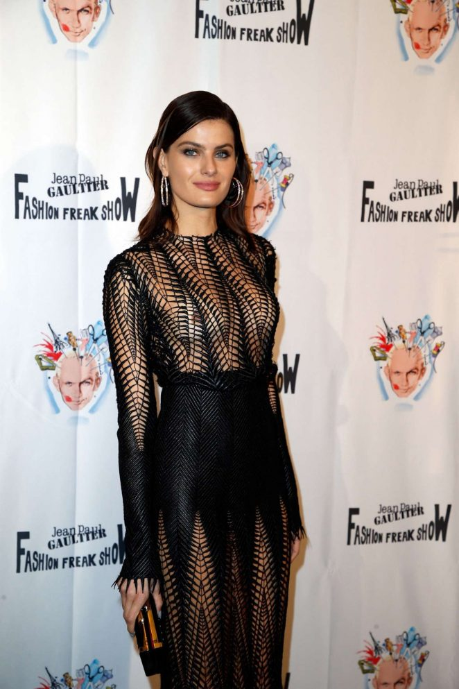 Isabeli Fontana – Fashion Freak Show in Paris