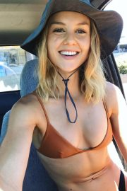 Isabelle Cornish - Social media pics (90 pics)