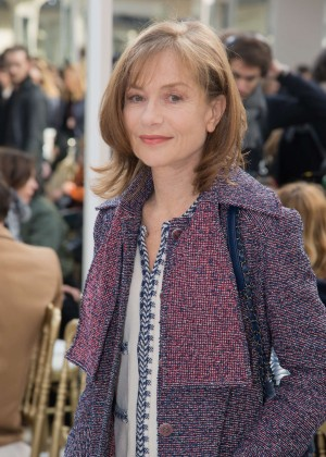 Isabelle Huppert - Chanel Fashion Show 2016 in Paris