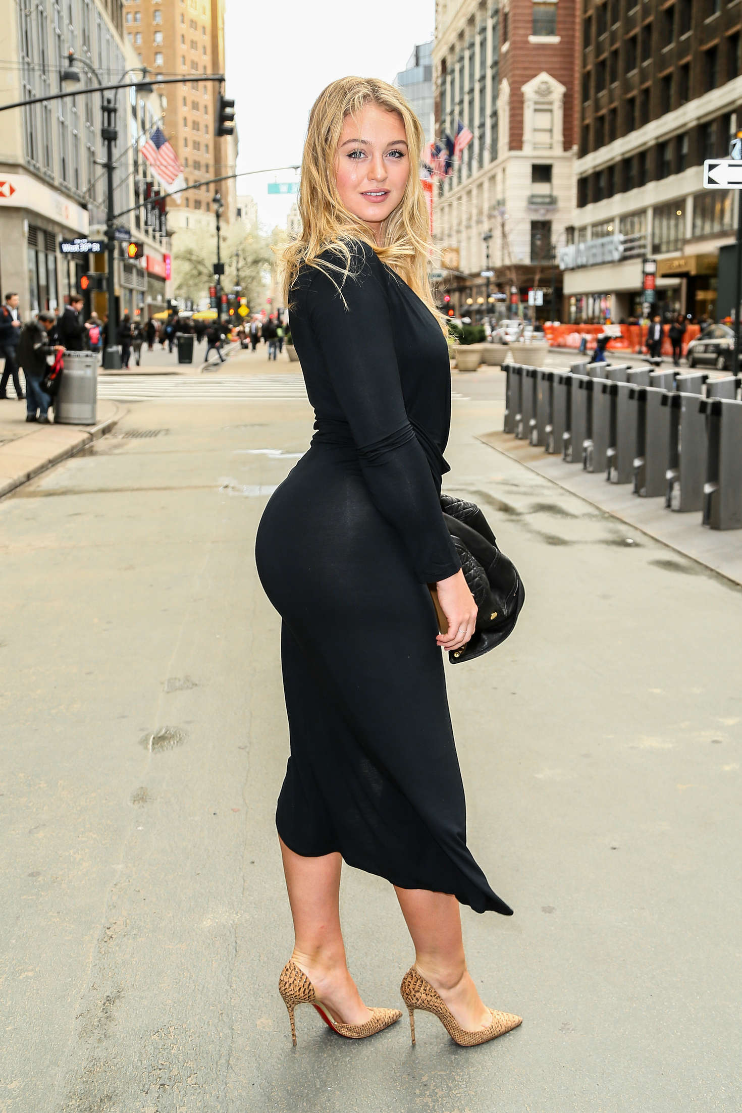 [Imagem: Iskra-Lawrence-Heads-to-Gotham-Hall--06.jpg]