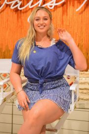 Iskra Lawrence - Hosting an Aerie Real Talk Q&A Session with inspiring women in NY
