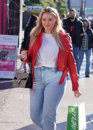 Iskra Lawrence - Hosts American Eagle Fashion launch in Las Vegas