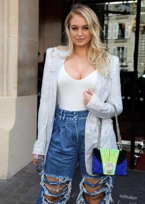 Iskra Lawrence - Leaving the Royal Monceau Hotel in Paris