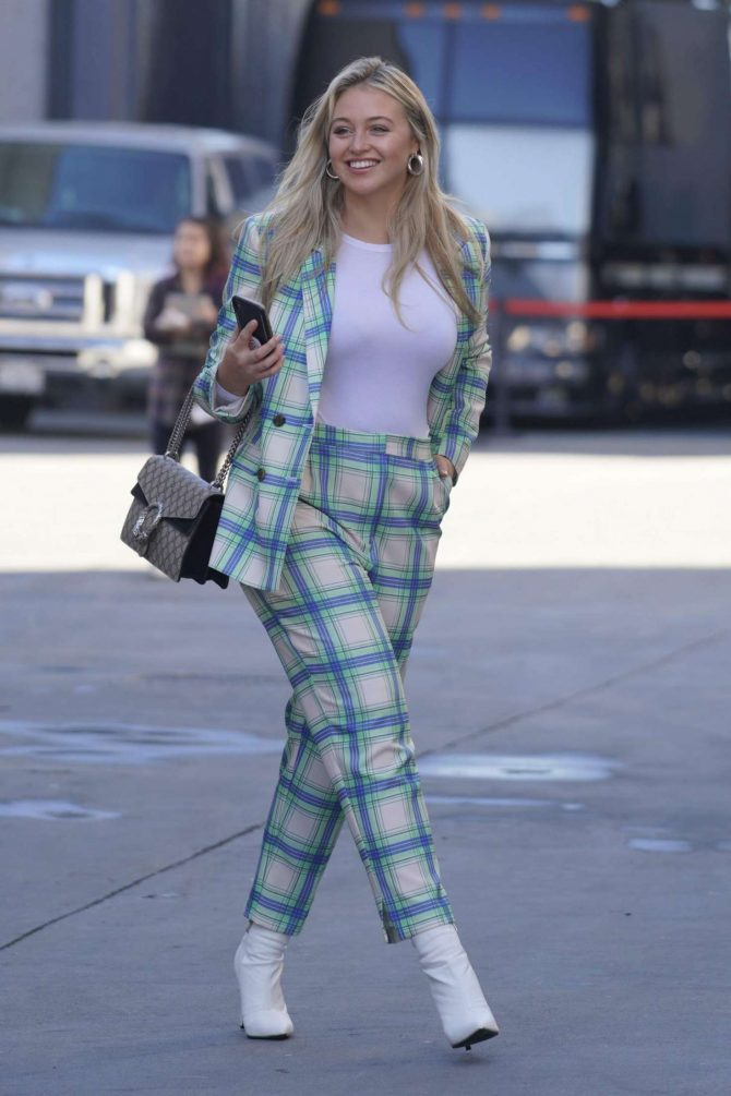 Iskra Lawrence – Out in Los Angeles