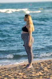 Iskra Lawrence - Shows off her baby bump in Miami Beach