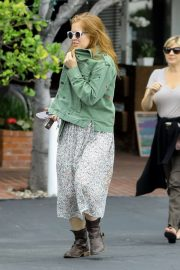 Isla Fisher - Arrives at Fred Segal Mauro's Restaurant in West Hollywood