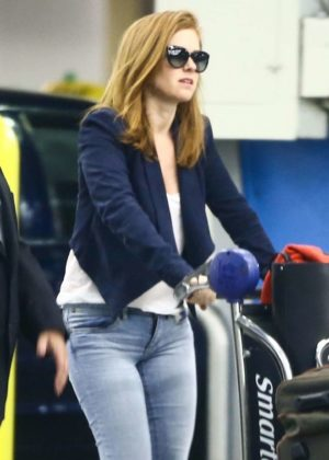 Isla Fisher - Arriving on a flight in Miami