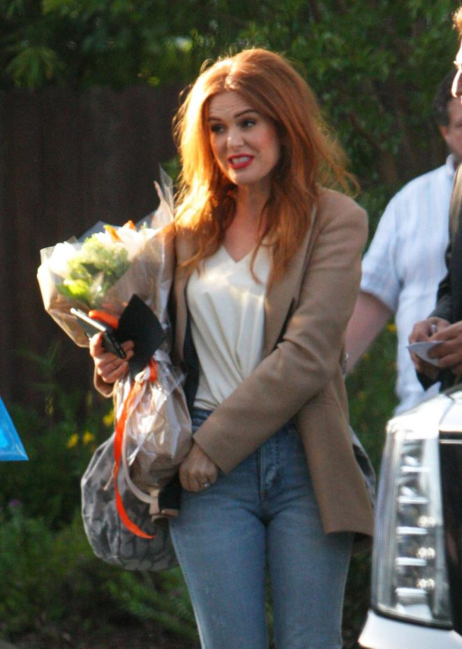 Isla Fisher - Arriving on the set of 'The Starling' in Studio City