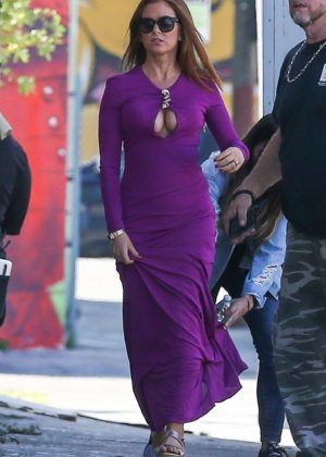 Isla Fisher - Filming 'The Beach Bum' in Miami