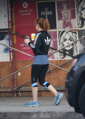 Isla Fisher - Gets coffee in LA