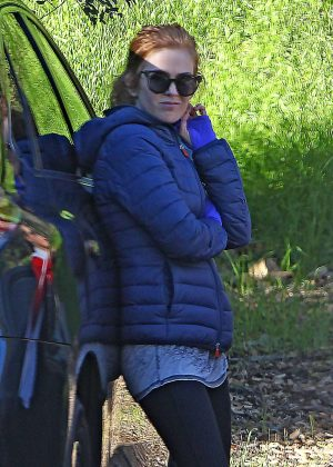Isla Fisher - Hike at Fryman Canyon Park in Los Angeles