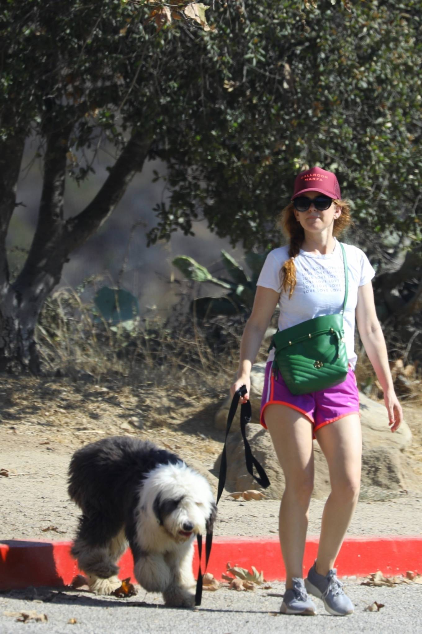 Isla fisher - Hike candids in Los Angeles