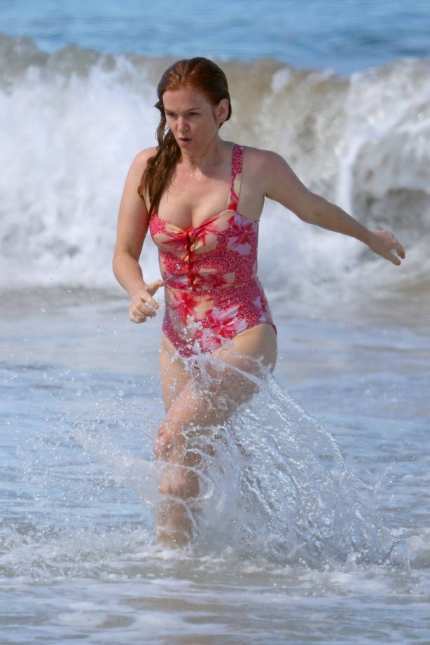 Isla Fisher - Hits the beach in pink swimsuit on the South Coast - Sydney