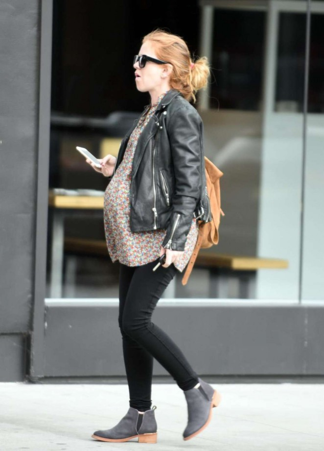 Pregnant Isla Fisher in Tights -02