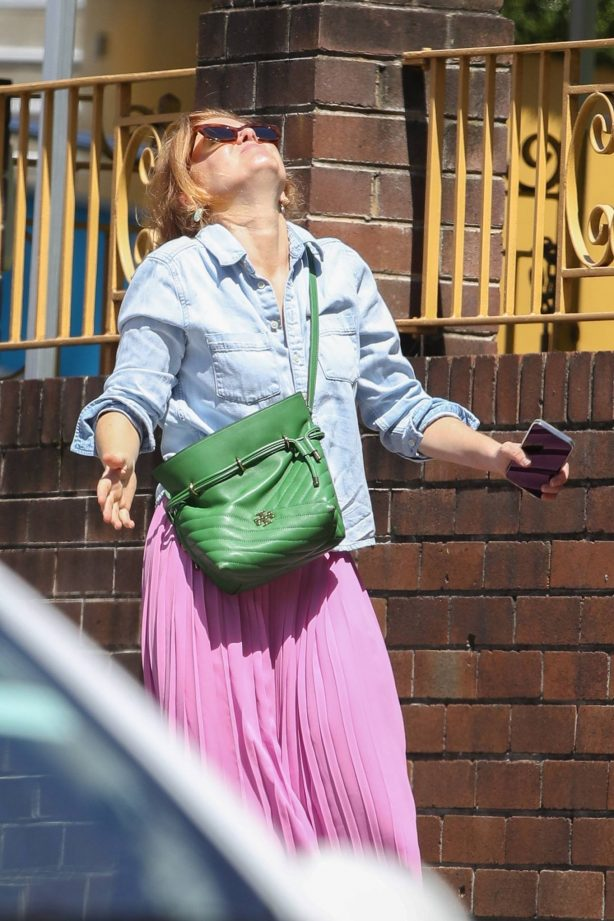 Isla Fisher - Is all smiles in Sydney