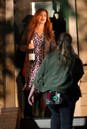 Isla Fisher - on the set of 'Wolf Like Me' in Sydney