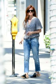 Isla Fisher - Out and about in Los Angeles