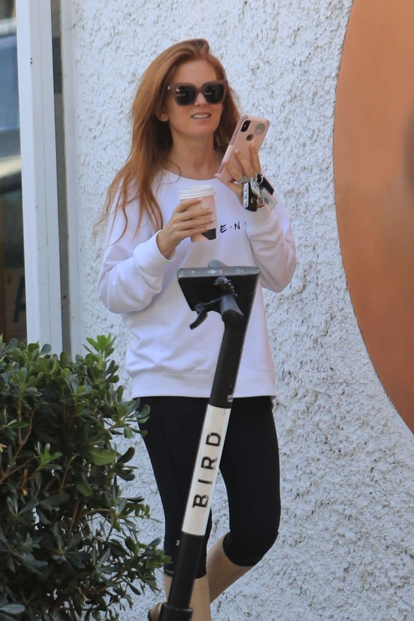 Isla Fisher 2019 : Isla Fisher – Out for a coffee on Melrose Place-04