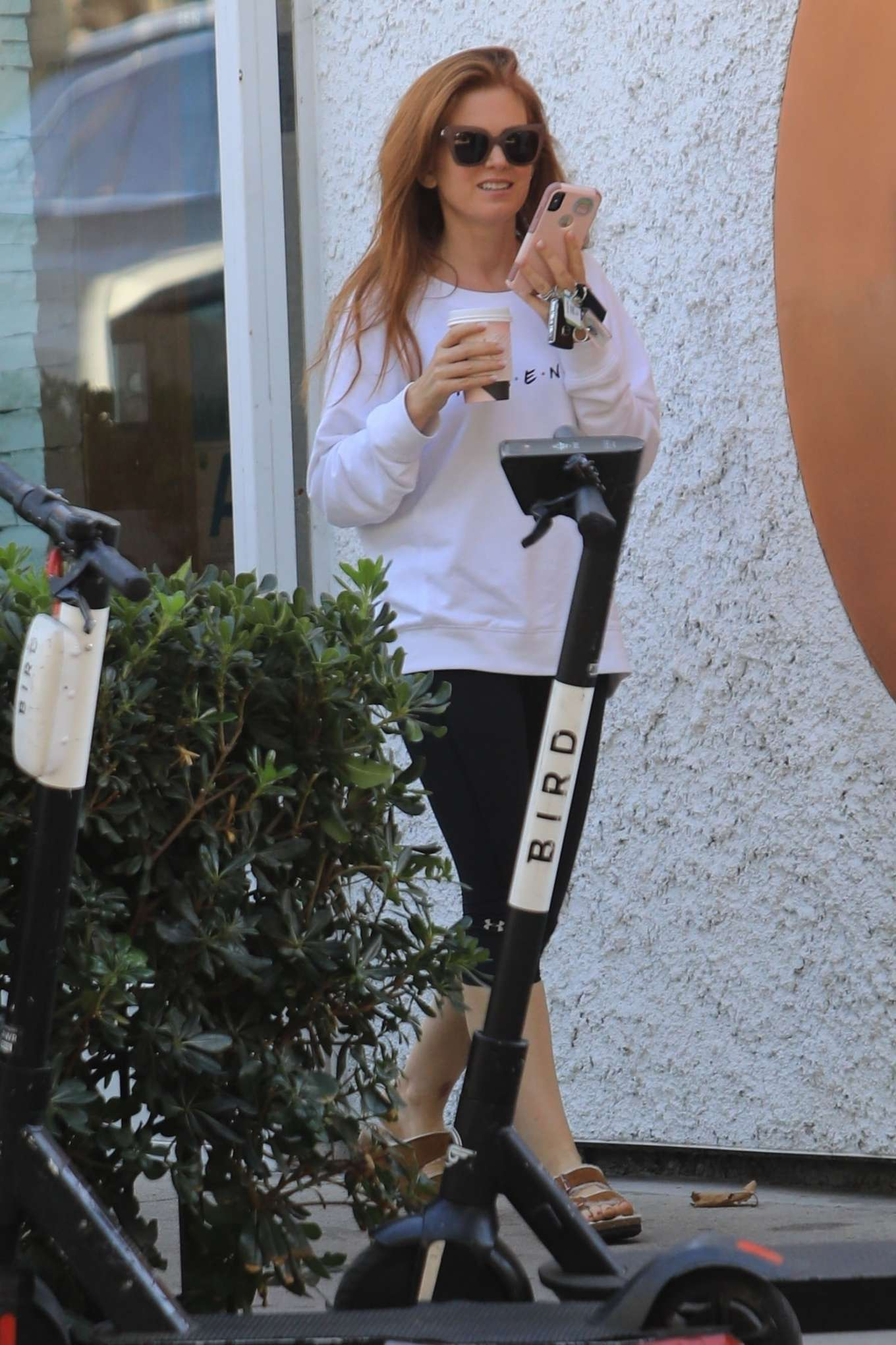 Isla Fisher 2019 : Isla Fisher – Out for a coffee on Melrose Place-05