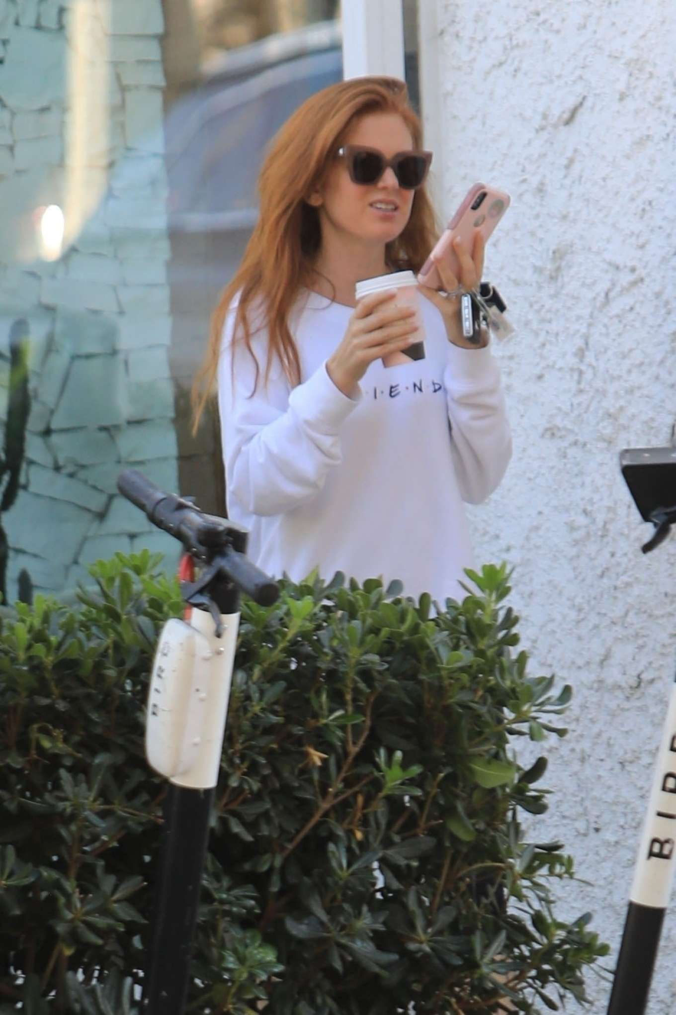 Isla Fisher 2019 : Isla Fisher – Out for a coffee on Melrose Place-06
