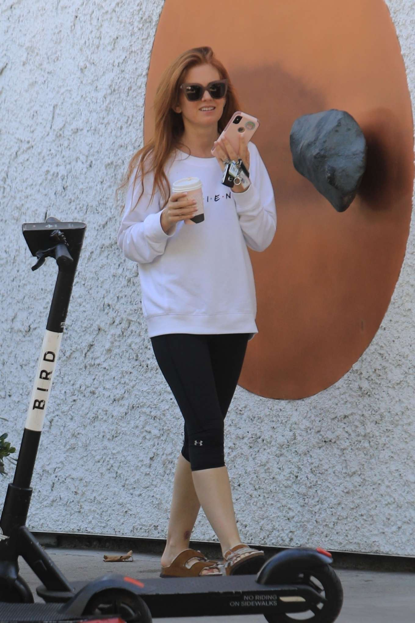 Isla Fisher 2019 : Isla Fisher – Out for a coffee on Melrose Place-08