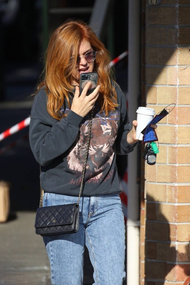 Isla Fisher - Picking up coffee in Sydney