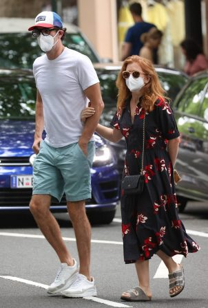 Isla Fisher - Pictured out and about in Woollahra in Sydney
