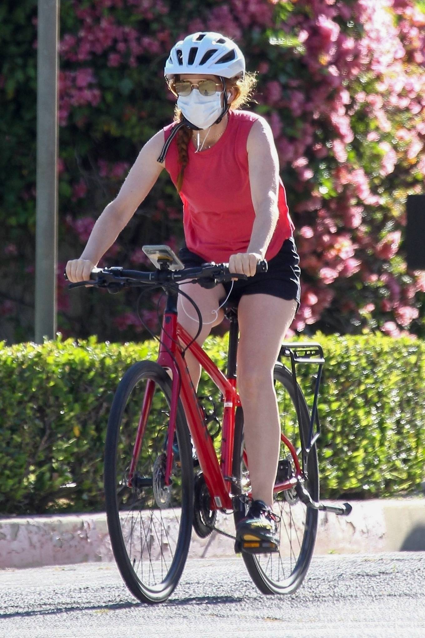 Isla Fisher - Riding her bike in Beverly Hills