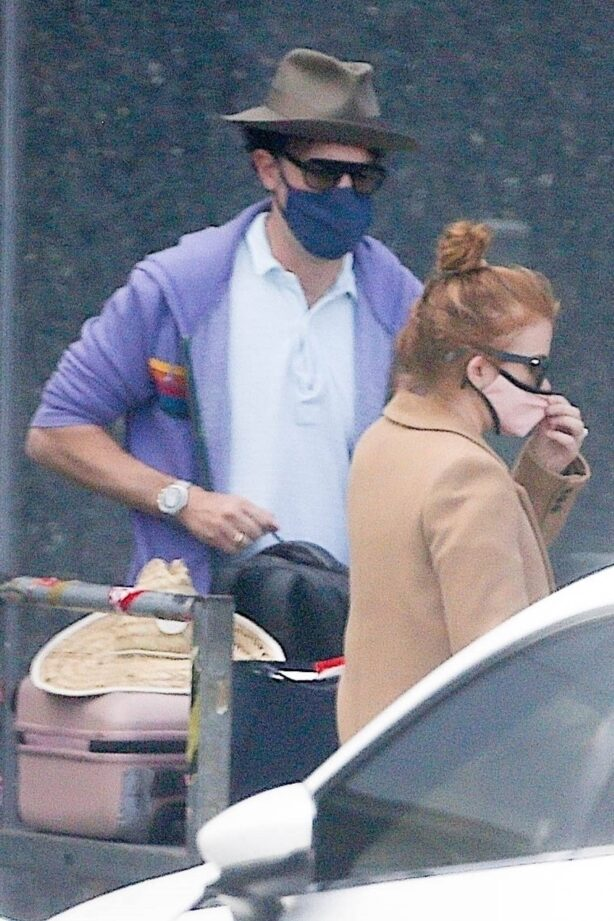 Isla Fisher - Seen leaving Perth Airport