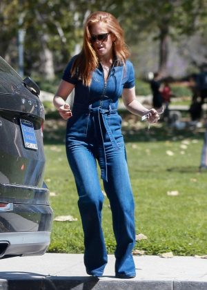 Isla Fisher - Shopping in Beverly Hills