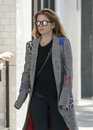 Isla Fisher - Shopping in Los Angeles