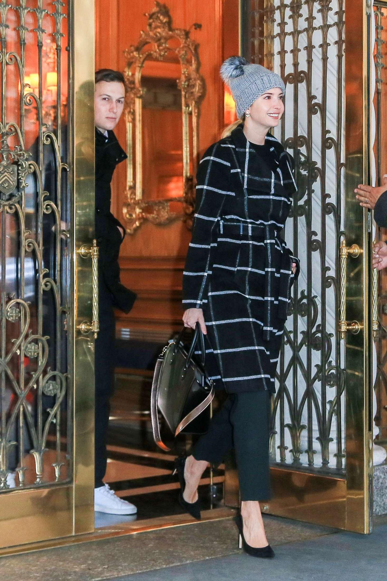 Ivanka Trump 2016 : Ivanka Trump head out to work -02